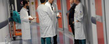 Milleproroghe. Emergenza sanità, medici al lavoro fino a 70 anni. In pensione più tardi a richiesta. Specializzandi in corsia dal terzo anno