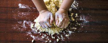 Meno «super-foods» e più scienza a tavola. Il Covid cambia la spesa. La pandemia ha spinto a riscoprire i cibi della tradizione e i piatti fatti in casa
