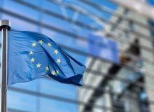 Antibiotici da riservare all'uomo. In Gazzetta il Regolamento delegato (UE) 2021/1760 della Commissione che integra il Regolamento (UE) 2019/6 con la definizione dei criteri