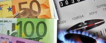 Stangata senza precedenti sulle bollette: +30% per il gas, +20% per l'elettricità. Prime stime sulla revisione in arrivo il 1° di ottobre. Il Governo può solo attenuare i rincari per i consumatori