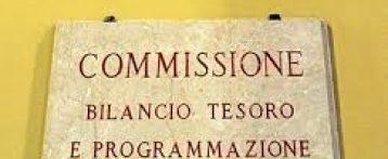 Decreto Rilancio. Tutte le novità dopo l'esame in Commisione: premio fino a 2.000 euro per gli operatori sanitari impegnati nell'emergenza; stabilizzazione precari; bonus Ecm per tutti